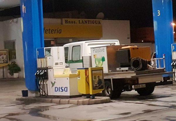 Coche-plaslive-gasolinera